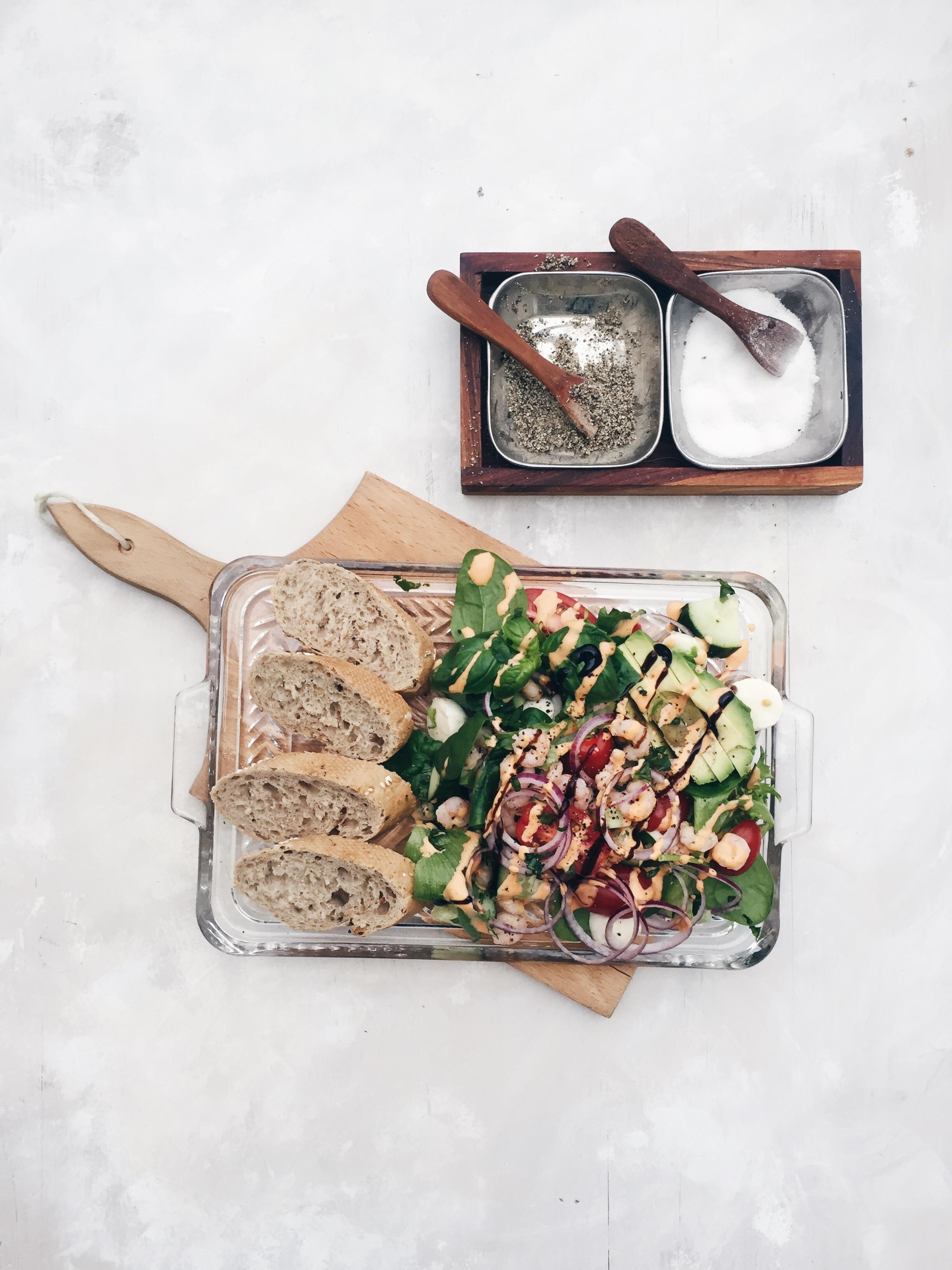 Katkarapu-avokado Salaatti